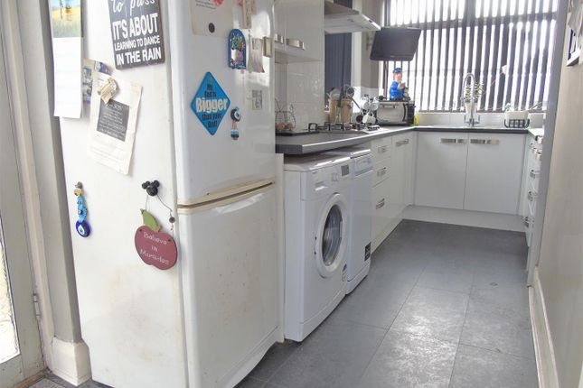 Kitchen33 of Sedbergh Avenue, Liverpool L10