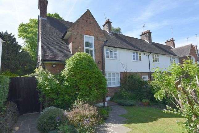Thumbnail Cottage for sale in Erskine Hill, Hampstead Garden Suburb, London