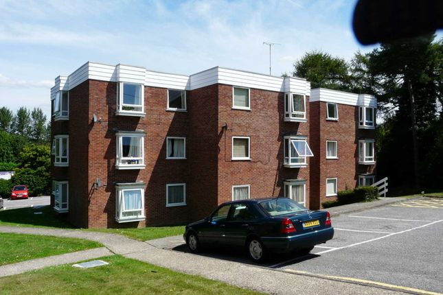 Thumbnail Flat to rent in Firgrove Court, Hungerford