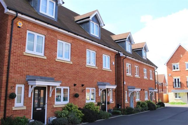 3 bed terraced house for sale in Meyers Close, Slough