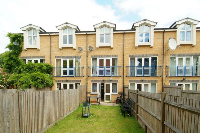 4 bed terraced house to rent in Hillyard Street, Stockwell, London SW9