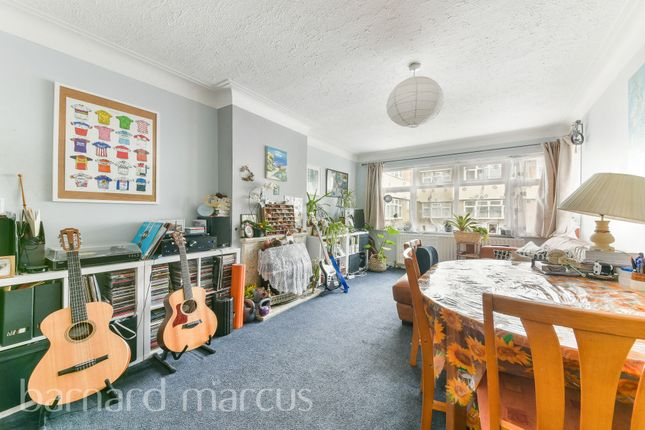 2 bed flat for sale in Lincoln Close, Woodside, Croydon SE25