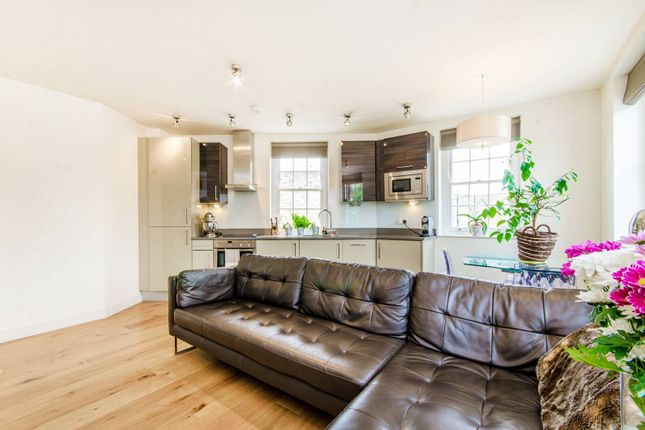 2 bed flat to rent in Dignum Street, Angel