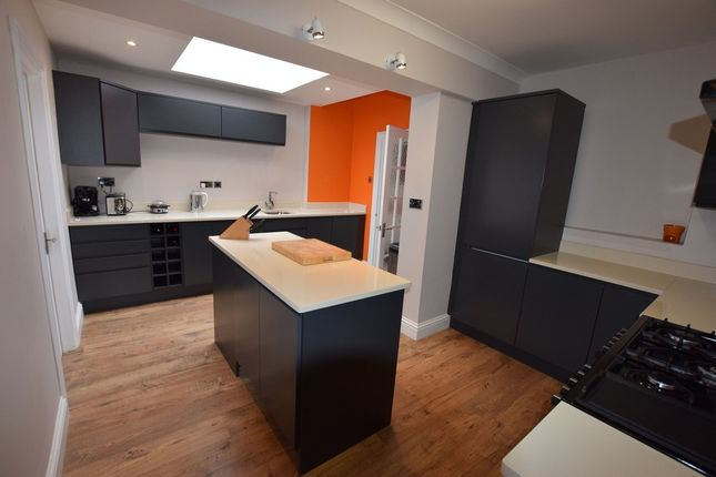 Thumbnail Detached house for sale in Chingford Avenue, Farnborough