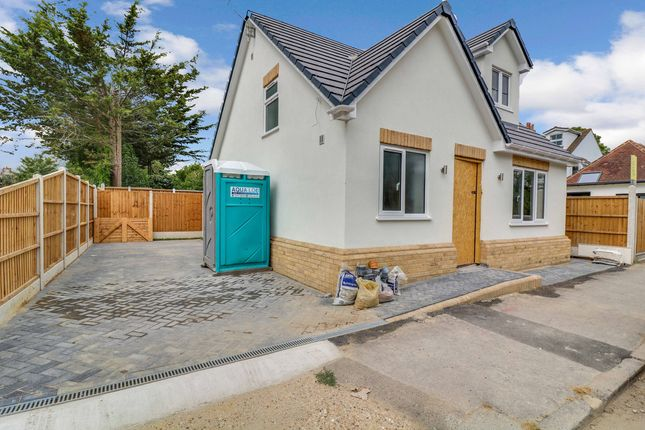 2 bed detached bungalow to rent in Oak Road North, Essex SS7
