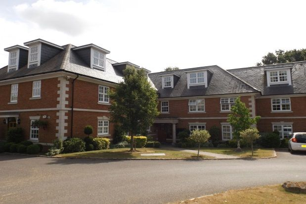 Thumbnail Flat to rent in Robin Hill, Maidenhead