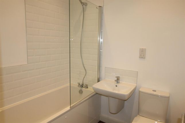 Bathroom of 6 Imperial Court, Grimsby Road, Cleethorpes DN35 7Dg