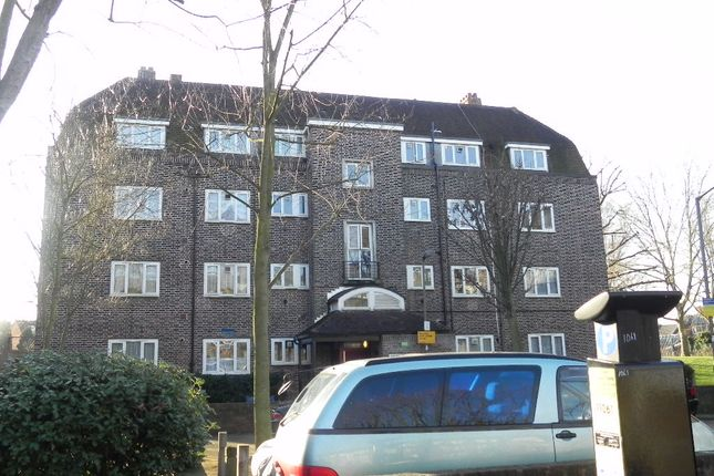 Triplex to rent in St Johns Drive, Wandsworth