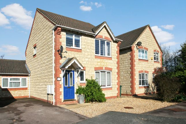 Thumbnail Property to rent in Robins Way, Bicester