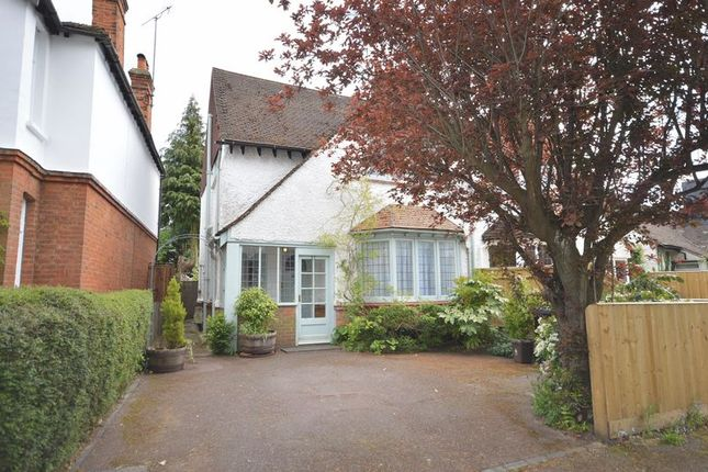 Thumbnail Semi-detached house to rent in Reynolds Road, Beaconsfield