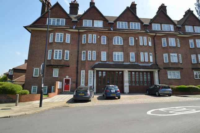 Flat to rent in Eaglesfield Road, Shooters Hill, London