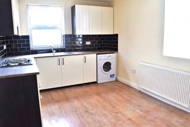 Thumbnail Flat to rent in Balfour Road, Hounslow