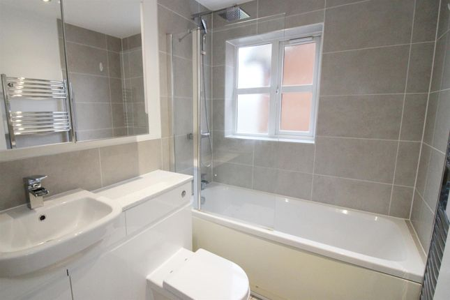 Bathroom of Elliots Way, Caversham, Reading RG4