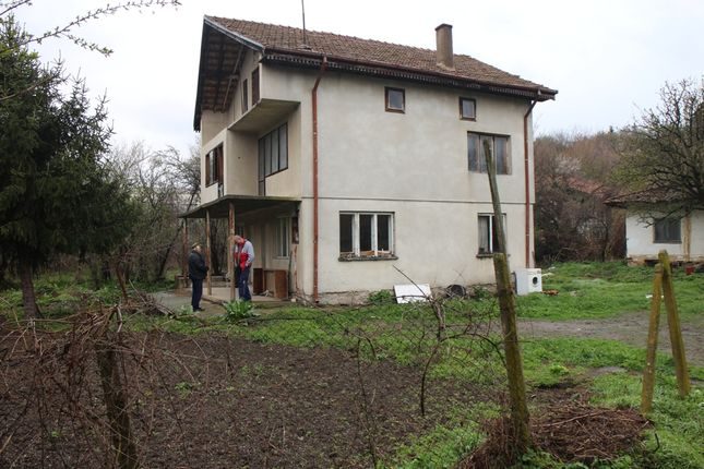1 bed country house for sale in Reference Kr252, House On Two Floors And Attic.Good For Convert Into Guest House, Bulgaria
