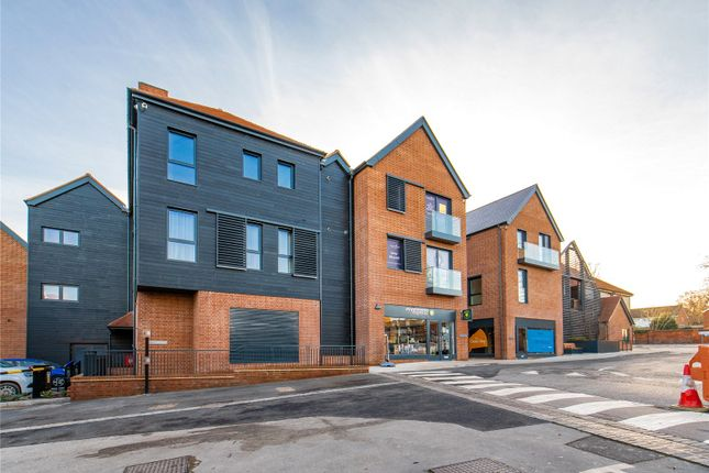 2 bed flat for sale in Apartment 13, Gardiner Place, Market Place, Henley-On-Thames, Oxfordshire RG9