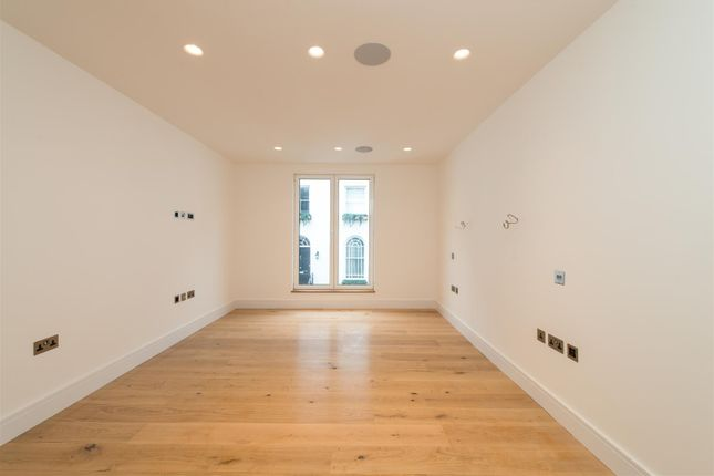 3 bed mews house for sale in Craven Hill Mews, London