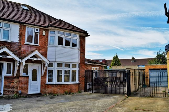 5 bed semi-detached house to rent in Meadowbank Gardens, Hounslow, Greater London
