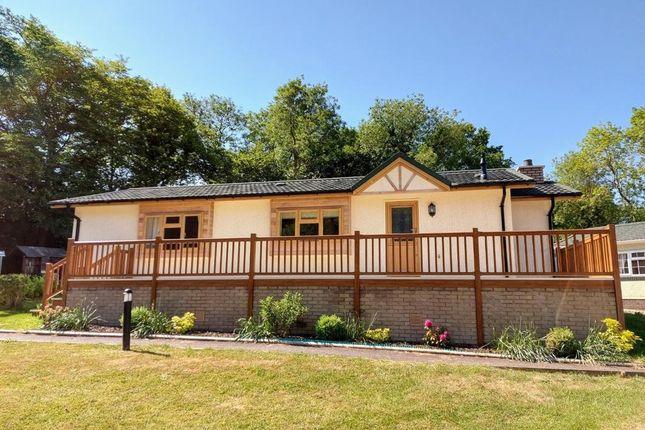 Thumbnail Lodge for sale in Burnham Green Road, Welwyn