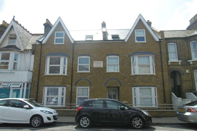 2 bed flat to rent in High Street, Herne Bay, Kent CT6