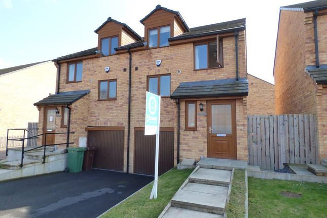 Thumbnail Town house to rent in Stansfield Road, Castleford
