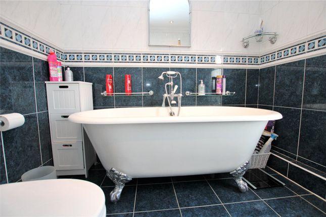 Bathroom of Grangehill Road, London SE9