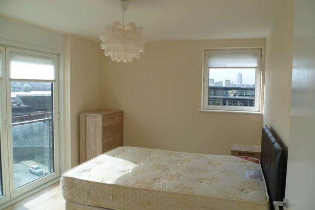 Thumbnail Flat to rent in Fab River View Balcony Flat, Royal Artillery Quays, Riverside-