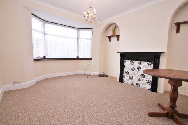 Thumbnail Flat to rent in Granville Road, Uxbridge, Middlesex