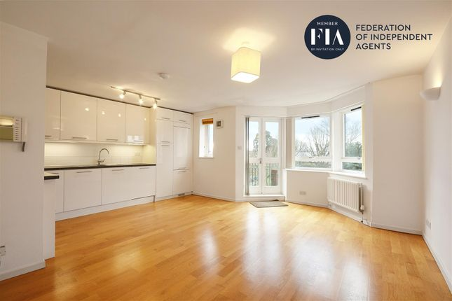 Thumbnail Flat to rent in Kew Bridge Court, London