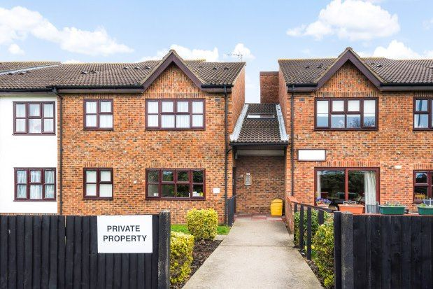 Thumbnail Flat to rent in Glebe Way, West Wickham