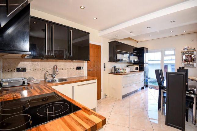 camrose avenue edgware ha8 2 bedroom maisonette for sale. Black Bedroom Furniture Sets. Home Design Ideas