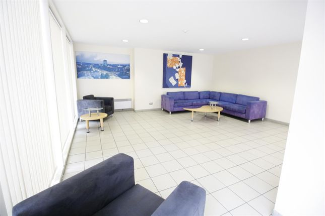 Thumbnail 1 bed flat to rent in The Aspect, Queen Street, Cardiff