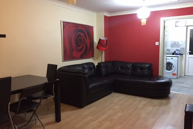 2 bed terraced house to rent in Pheasant Close, Custom House