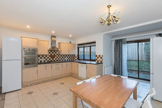 Thumbnail Property to rent in St Helen's Gardens, London