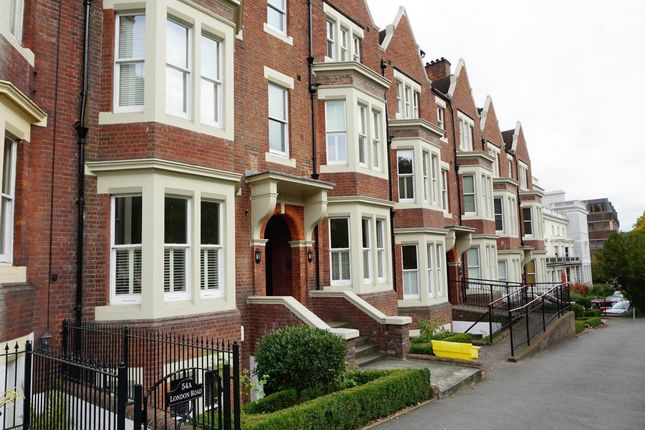 Thumbnail Flat to rent in Balmoral House, London Road, Tunbridge Wells