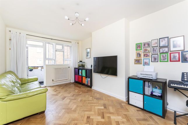 Flat for sale in Broughton Road, Ealing, London