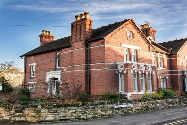 6 bed detached house to rent in Beauchamp Hill, Leamington Spa