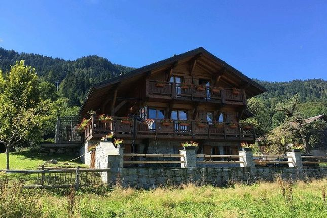 Thumbnail Chalet for sale in Samoëns, France