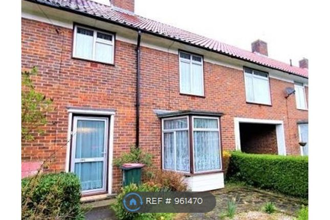Thumbnail Terraced house to rent in Shaws Road, Crawley