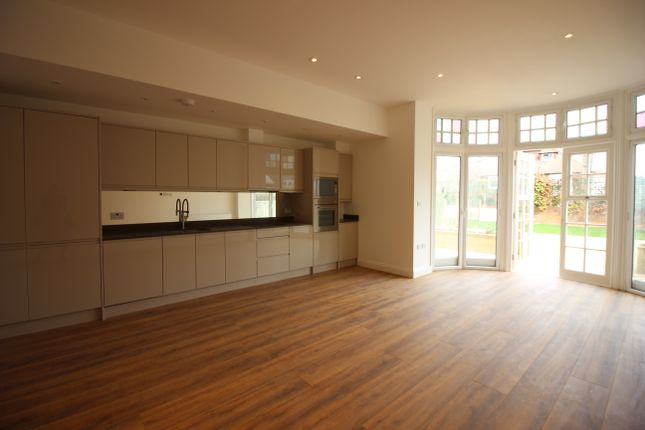 Thumbnail Flat to rent in Queens Av, Muswell Hill