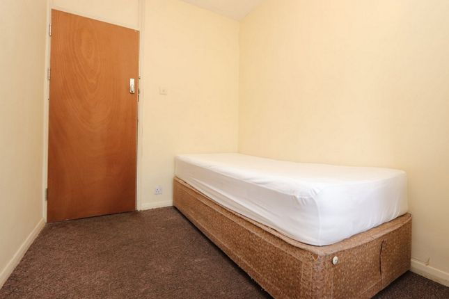 Room to rent in Pennyfields, Westferry