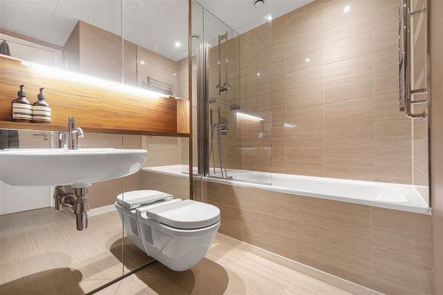 Bathroom of Eastfields Avenue, London SW18