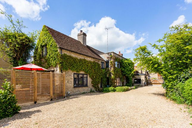 Thumbnail Semi-detached house for sale in High Street, Lechlade