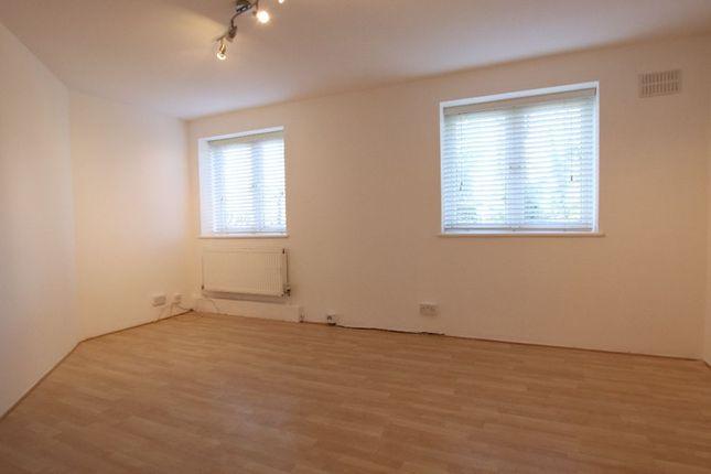 Thumbnail Flat to rent in Flat, Friern Court, Friern Barnet Lane, London
