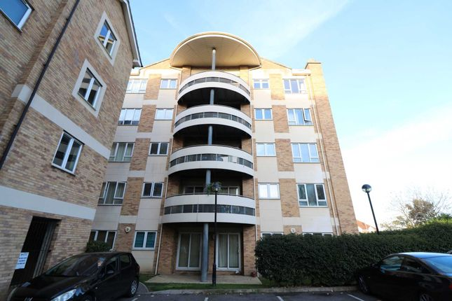 2 bed flat to rent in Branagh Court, Reading