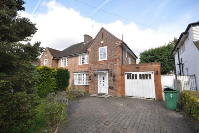 4 bed property to rent in Evelyn Drive, Pinner, Middlesex