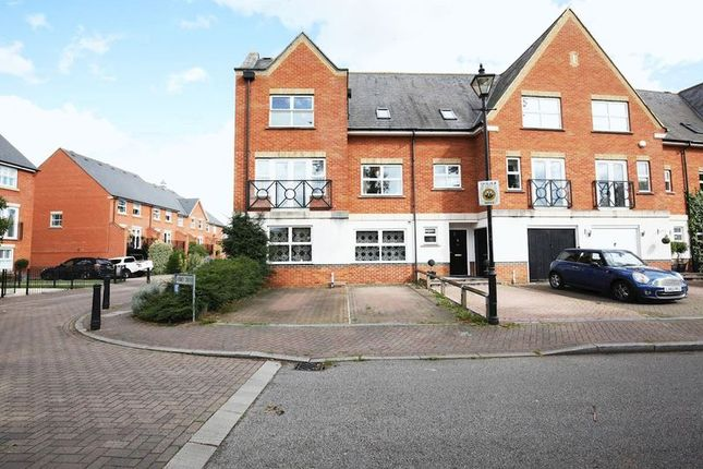 Thumbnail Property for sale in Abbey Drive, Dartford