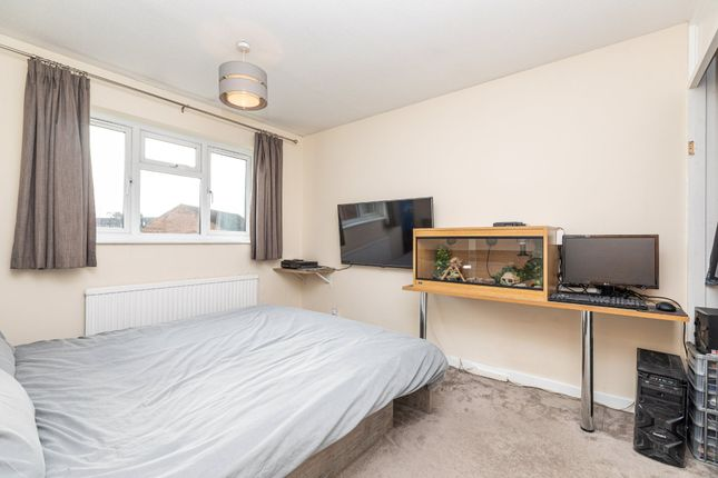 Bedroom 3 of The Mixies, Stotfold, Hitchin, Herts SG5