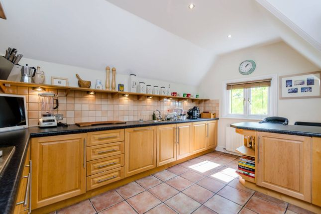 Thumbnail Flat to rent in Beauchamp Road, East Molesey