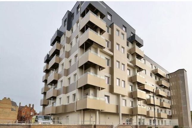 Thumbnail 3 bed flat to rent in Buckingham Gardens, Slough