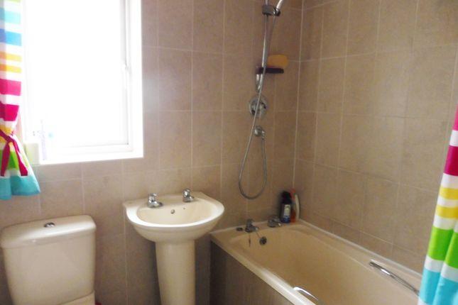 Family Bathroom of Ashleigh Vale, Barnsley S70